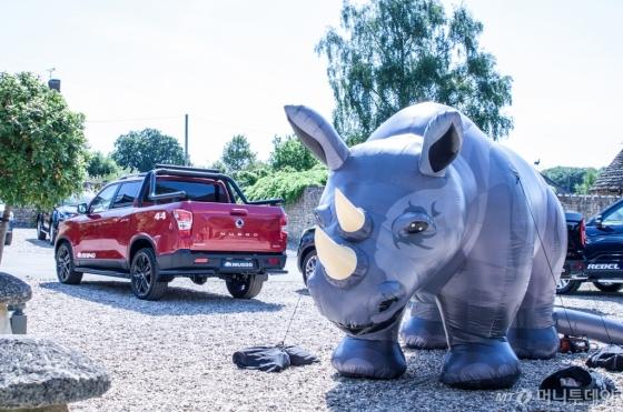 쌍용차는 지난 2일부터 6일까지 영국 런던 인근 윙크워스에서 SUV와 픽업 트럭의 장점을 골고루 갖춘 렉스턴 스포츠(현지명 무쏘)의 론칭 및 시승행사를 진행했다./사진제공=쌍용차