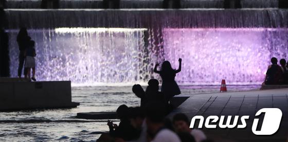 [사진]전국 폭염 맹위...밤에는 열대야
