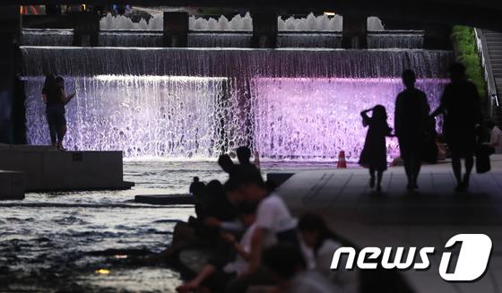 [사진]'잠 못 드는 밤 시작'