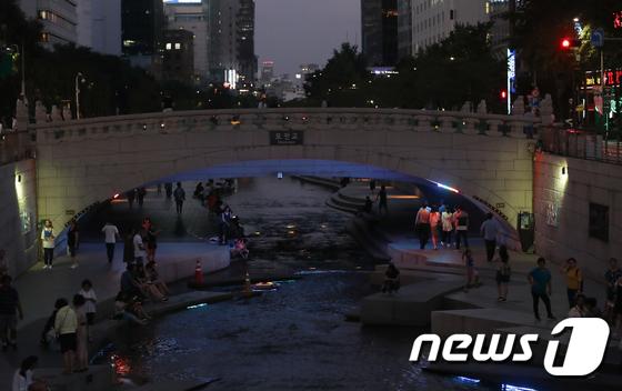 [사진]'무더운 여름 밤'