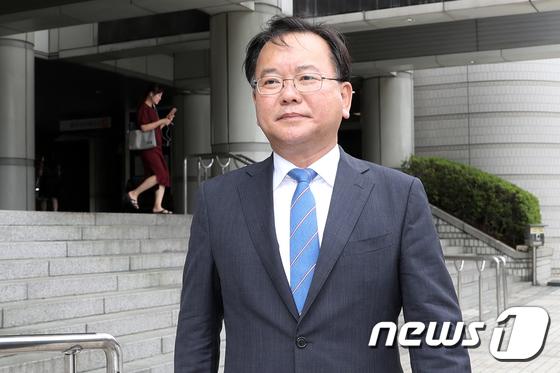 [사진]'긴급조치 9호' 재심 첫 공판 마친 김부겸