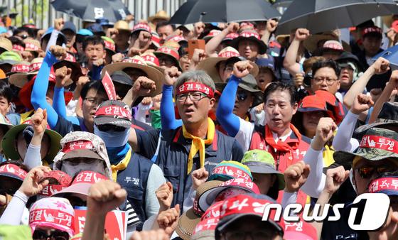 """[사진]거리로 나온 한국노총 """"최저임금 1만원 촉구"""""""