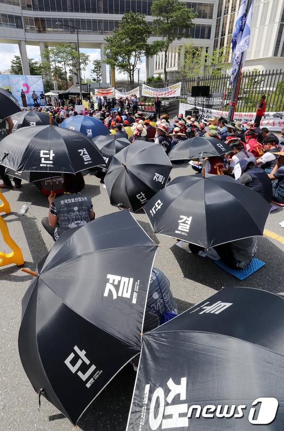 [사진]폭염 속 최저임금 인상 투쟁