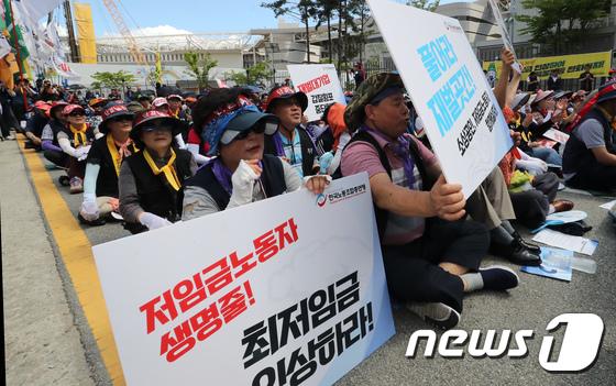 [사진]거리로 나온 한국노총 '최저임금 인상하라'