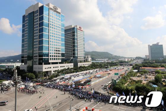 [사진]금속노조 결의대회로 혼잡한 현대차 본사 앞
