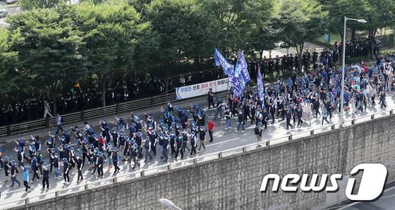 [사진]서울로 모인 전국 금속노조원들
