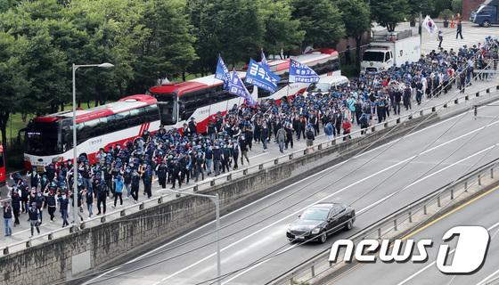 [사진]금속노조, 현대차 본사 향해 대규모 행진