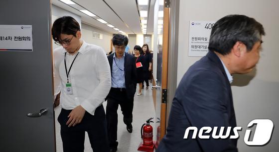[사진]다시 정회된 최저임금위원회 '더딘 진행속도'