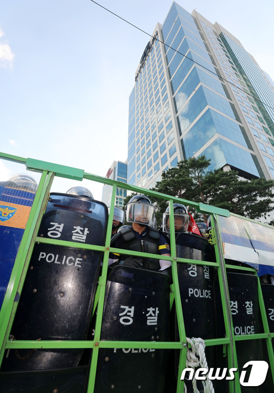 [사진]현대차 정문 지키는 경찰