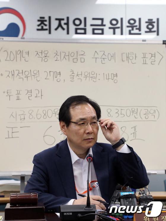 [사진]'10.9% 인상된 내년도 최저임금'