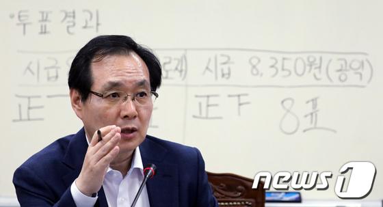 [사진]최저임금 결정과정 설명하는 류장수 위원장