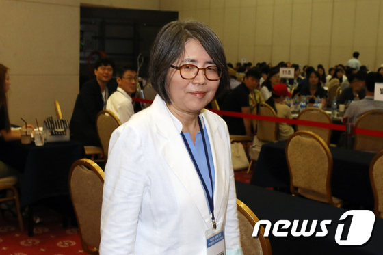 [사진]대입제도 개편을 위한 숙의토론회 참석하는 김영란 위원장