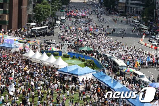 [사진]'퀴어축제 대 맞불집회'