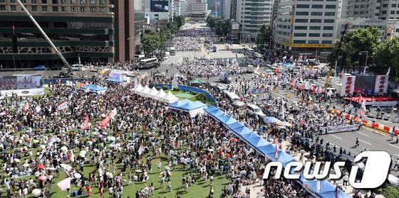 [사진]'동성애 찬반' 두고 둘로 나뉜 서울 도심
