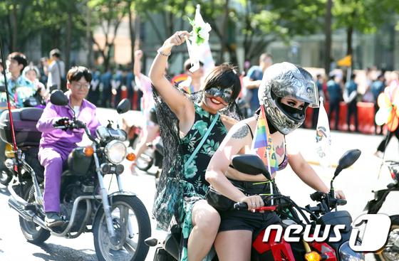 [사진]'오토바이 타고 퀴어 축제 즐겨요'