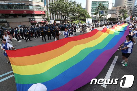 [사진]거리 뒤덮은 '무지개 깃발'