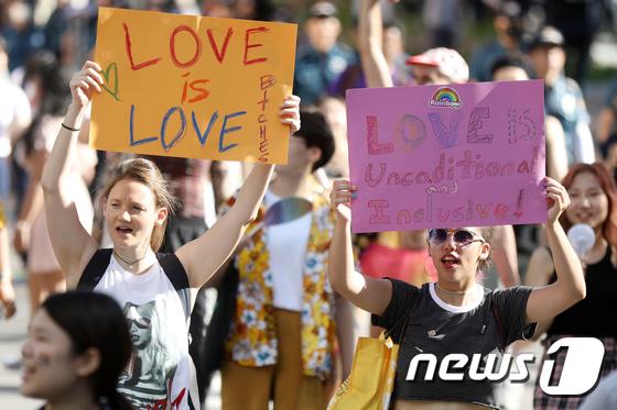 [사진]퀴어퍼레이드 '사랑은 사랑일뿐'