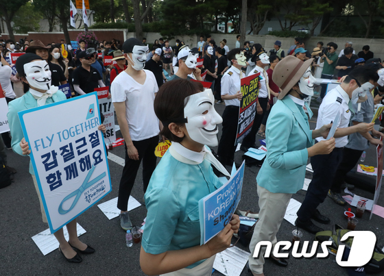 [사진]아시아나-대한항공 직원들, 청와대 앞 공동집회