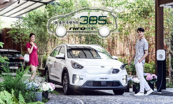 기아차가 1회 충전 주행거리 385㎞를 갖춘 전기차 '니로 EV'를 19일 출시했다./사진=기아차