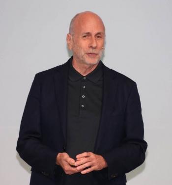 대한상공회의소가 19일 제주도 신라호텔에서 개최한 제43회 대한상의 제주포럼에서 켄 시걸 크리에이티브디렉터가 강연을 하고 있다.