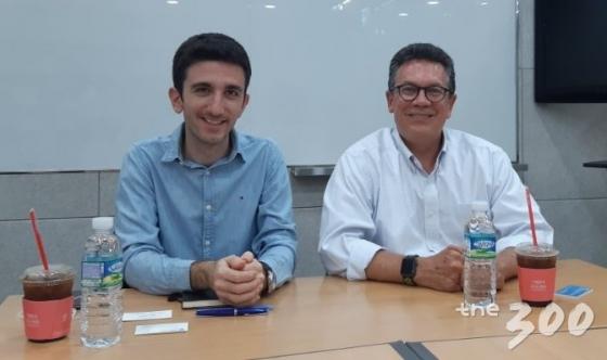 알렉시오스 만찰리스 IFCN 디렉터(왼쪽)과 빌 아데어 미국 듀크대 교수(오른쪽). /사진=김희량 인턴기자