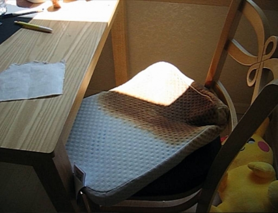 장시간 직사광선에 노출돼 불이 붙은 라텍스 소재의 베개./사진=뉴시스