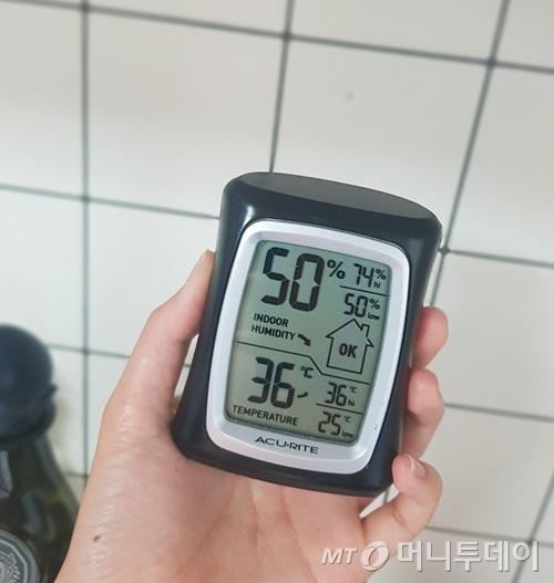저녁 식사를 준비하려 물을 끓이자 실내온도가 금세 36도까지 올랐다./사진=박가영 인턴기자