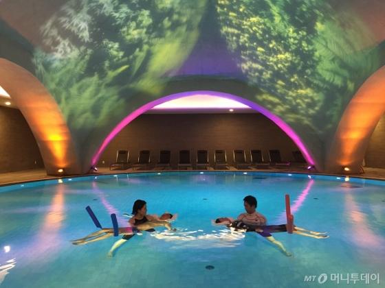 제주 위 호텔 수중의 마사지 센터 '메디테이션 풀'의 해암 하이드로. /사진제공=위호텔<br />