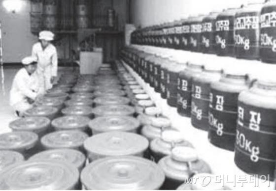북한의 한 기초식품공장. /사진=통일부