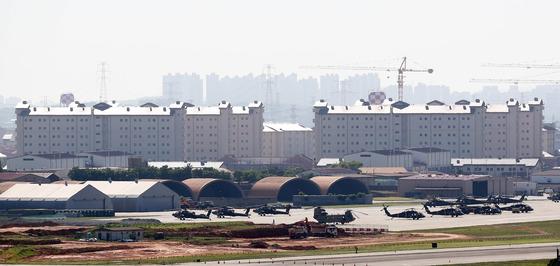 지난달 21일 오후 경기도 평택시 미8군사령부 캠프험프리스에 주한미군 헬기가 계류되어 있는 모습. /사진=뉴스1