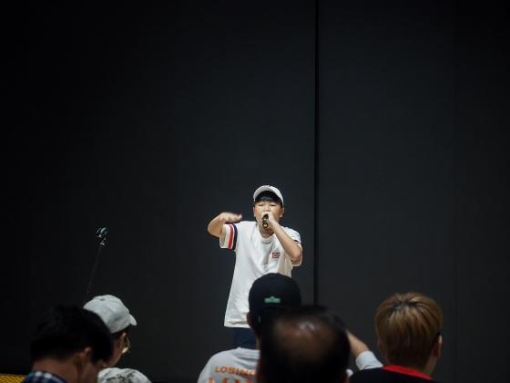 8월8일 서울 종로구 대한민국역사박물관에서 열린 '역사래퍼' 본선에서 서인범군이 랩을 하고 있다. /사진=대한민국역사박물관