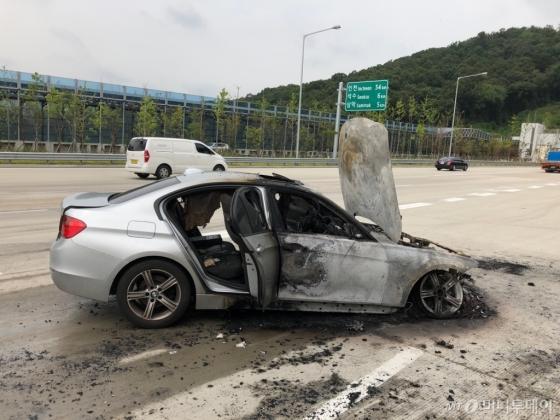 제2경인고속도로에서 화재가 발생한 BMW 320d /사진제공=BMW 운전자
