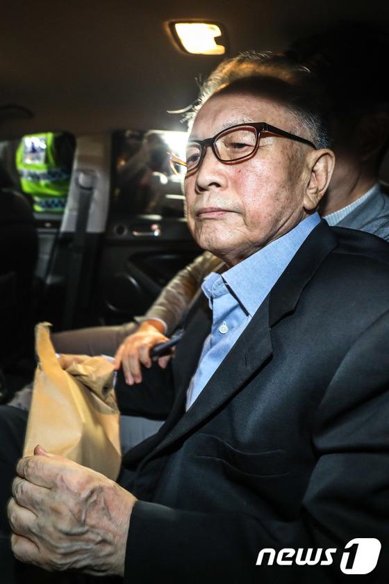 구속기간 만료로 석방된 김기춘 전 비서실장. 2018.8.6/뉴스1 © News1 성동훈 기자