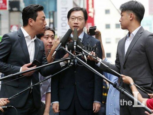 드루킹 댓글 조작을 공모한 혐의를 받고 있는 김경수 경남도지사가 9일 오전 서울 서초구 특검 사무실에 재소환 되고 있다.