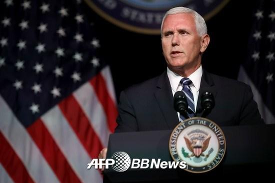 마이크 펜스 미국 부통령이 9일(현지시간) 미국 국방부를 방문해 '우주군 창설'에 대해 이야기하는 모습. /AFPBBNews=뉴스1