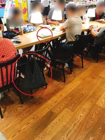 서울시내 한 대형서점에서 책과 가방을 올려 놓고 자리를 비운 독서객들. 빈 자리라도 앉을 수 없게 된다./사진=남형도 기자
