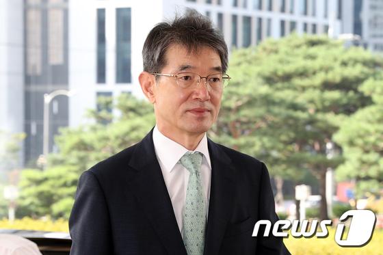 [사진]출근하는 안철상 법원행정처장