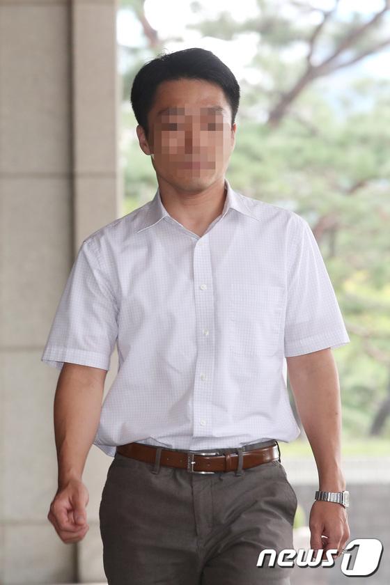 [사진]재판거래 문건 작성 혐의...정다주 부장판사, 검찰 출석