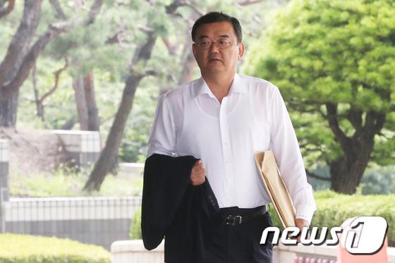 [사진]지철호 공정위 부위원장, 공직자윤리법 위반 혐의로 검찰 출석