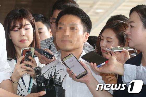 [사진]검찰 출석한 '원세훈·전교조' 문건 작성 부장판사