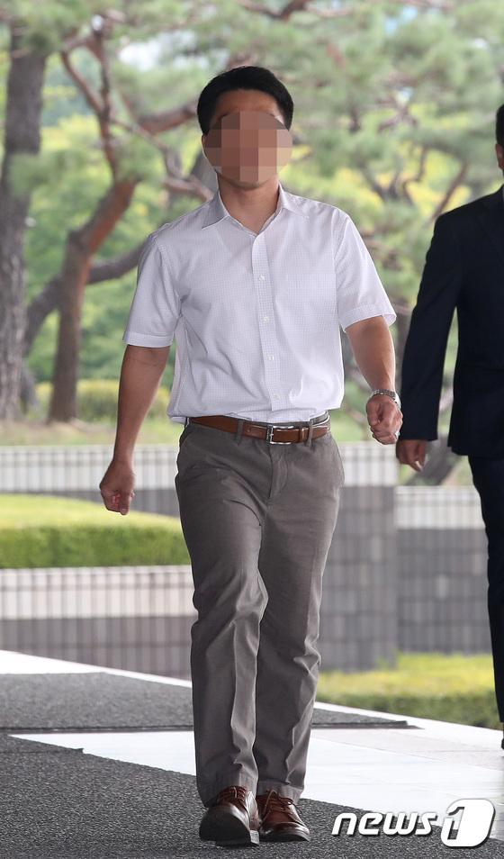 [사진]검찰 출석하는 현진 부장판사 '무거운 발걸음'
