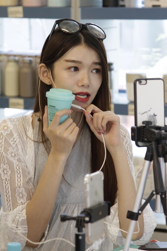 중국 왕홍 20명, '하루하루 원더' 팝업스토어 방문