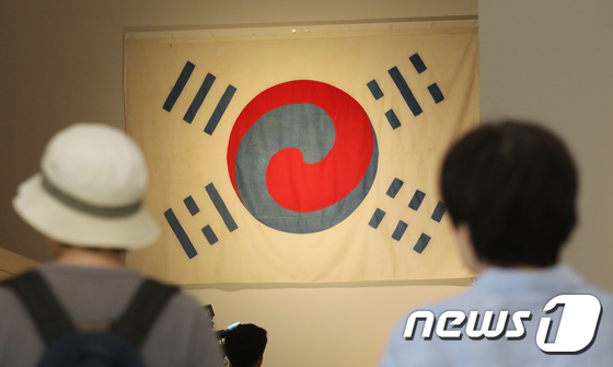 """[사진]""""가장 오래된 태극기 만나보세요""""… 광복 73주년 맞아 공개"""