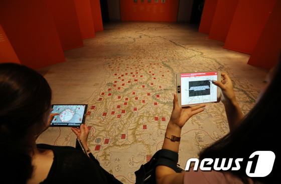 [사진]국립중앙박물관, 동국대지도 증강현실 체험