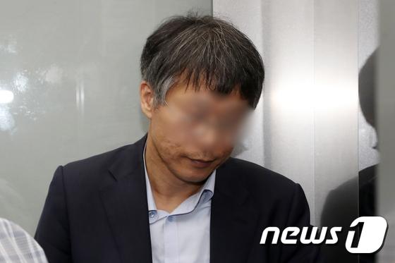 [사진]특검 향하는 '드루킹' 최측근 윤 모 변호사