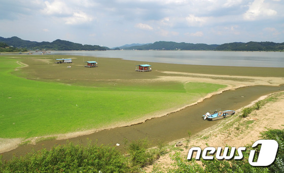 [사진]폭염과 가뭄에 말라버린 저수지