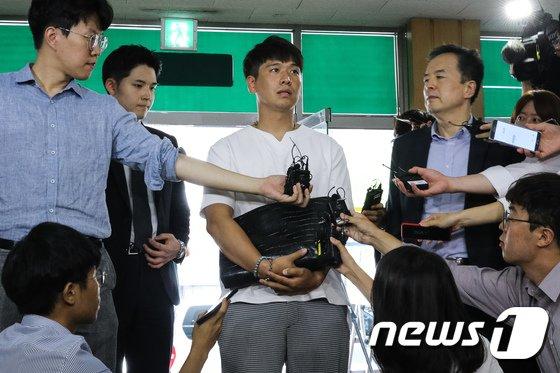 [사진]서울청 지수대 출석한 BMW 피해자모임 이광덕씨