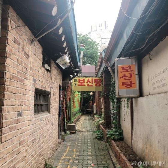 지난 13일 찾은 서울 종로구 한 보신탕 전문 식당의 모습. 얼마 전 폐업했다. /사진= 유승목 기자