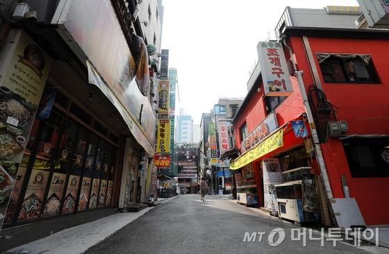 8월 9일 오후 서울 시내의 한 번화가가 한산한 모습을 보이고 있다./사진=뉴스1