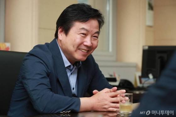 홍종학 중기부장관 대담